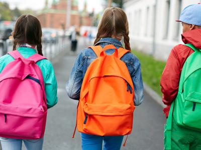 volta-as-aulas-mochila-de-rodinha-ou-de-costas-qual-escolher